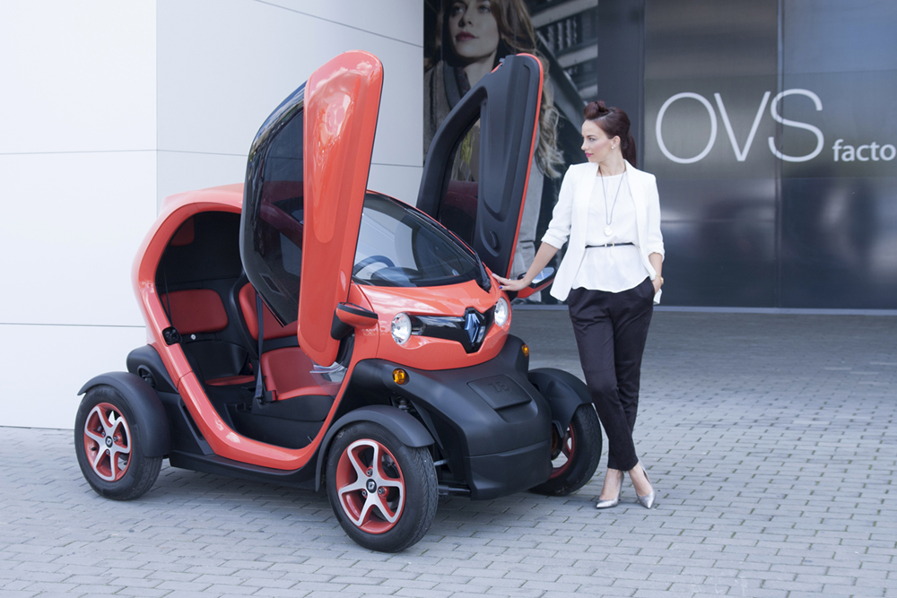 renault twizy cea mai moderna masinuta renault twizy the most modern car beautify by. Black Bedroom Furniture Sets. Home Design Ideas